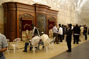 The prayer area for men includes an ark for the Torah.
